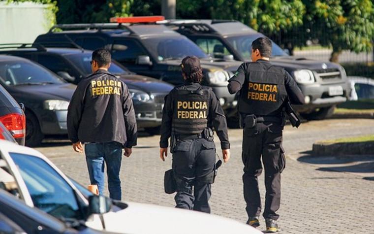 O investigado ainda é suspeito de exercer a prática ilegal da medicina na região como se já estivesse formado