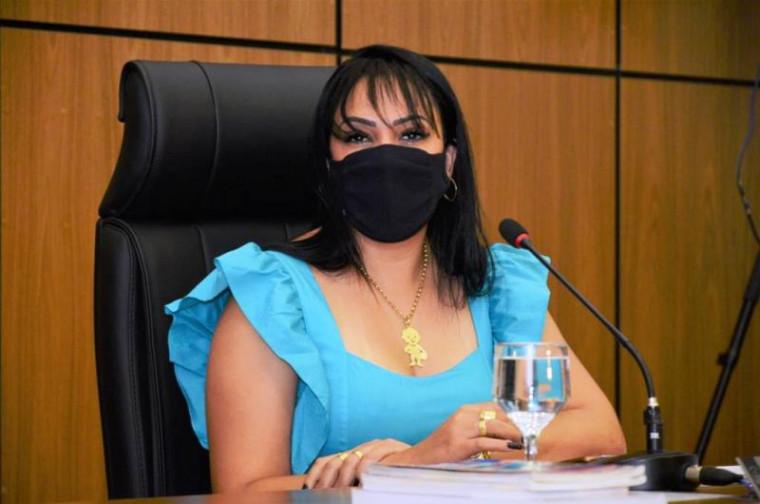 Janad Valcari tem travado um duelo com a base da prefeita Cinthia Ribeiro