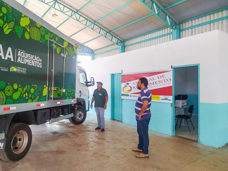 Central de Distribuição de alimentos em Ananás.