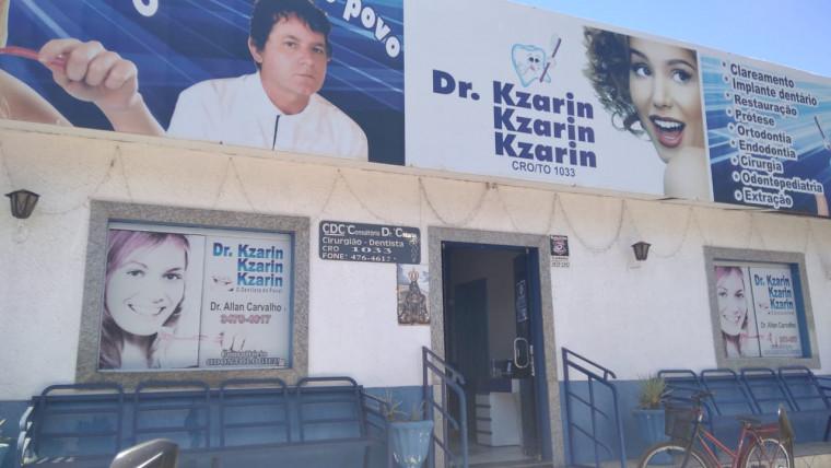 Consultório odontológico segue com o nome e foto do prefeito, mas foi vendido no início do ano