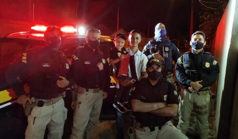Agentes apareceram de surpresa na festa