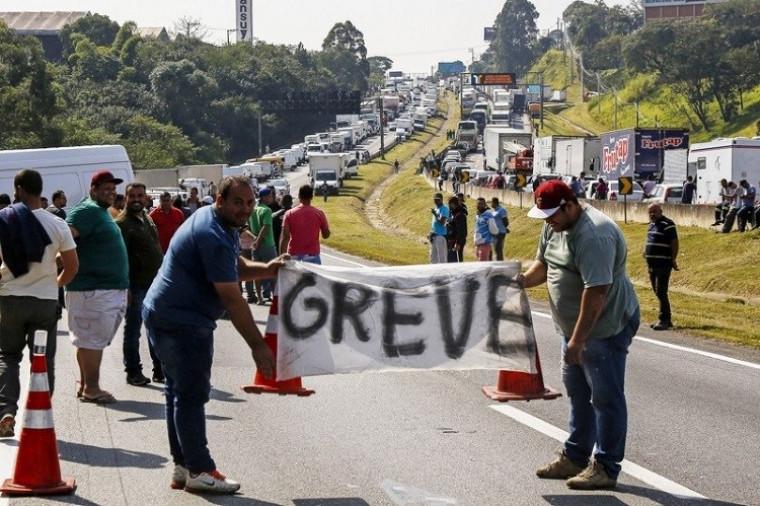 Caminhoneiros durante a greve em 2018