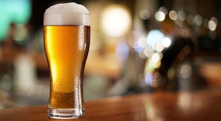 O consumo de bebidas está proibido em todos os estabelecimentos
