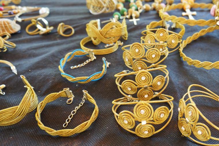 Mais bijuterias de capim dourado