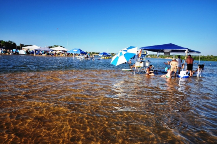Primeiro município a liberar oficialmente temporada de praia neste ano