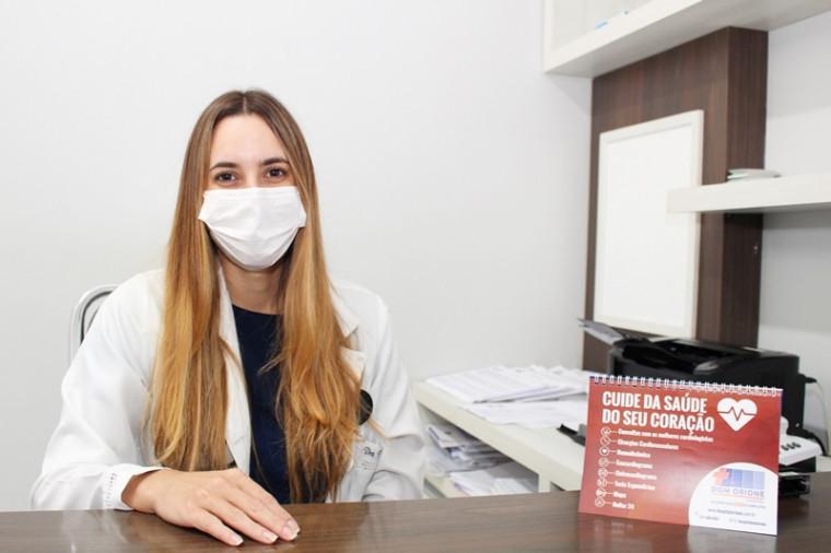 A cardiologista responsável pelo exame, Dra. Nathalia Salvi.