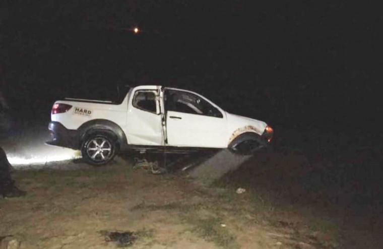 Veículo caiu dentro do Rio Murici após o condutor perder o controle da direção