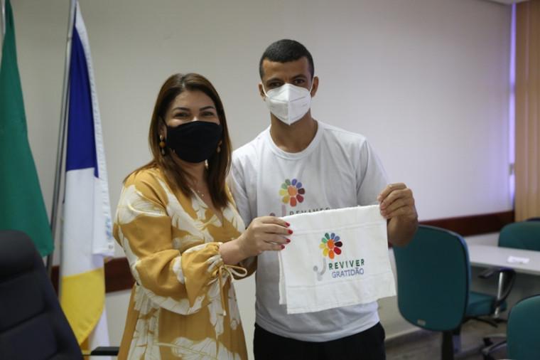 Ilquias Lopes com a secretária da Educação, Juventude e Esportes, Adriana Aguiar