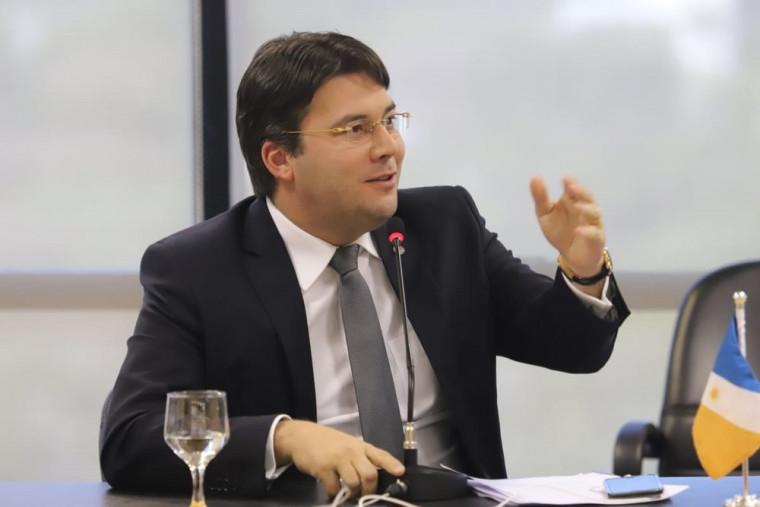 Gedeon Pitaluga disse que o advogado foi algemado como se um animal fosse