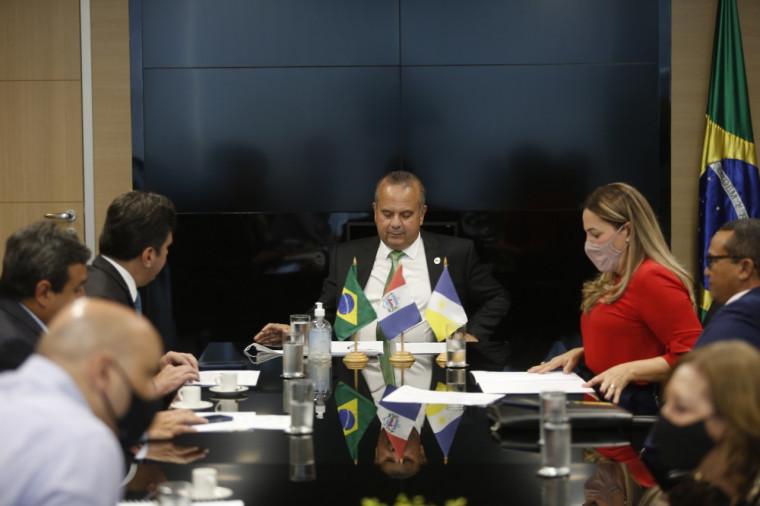 Dulce Miranda em reunião com ministro, em Brasília.