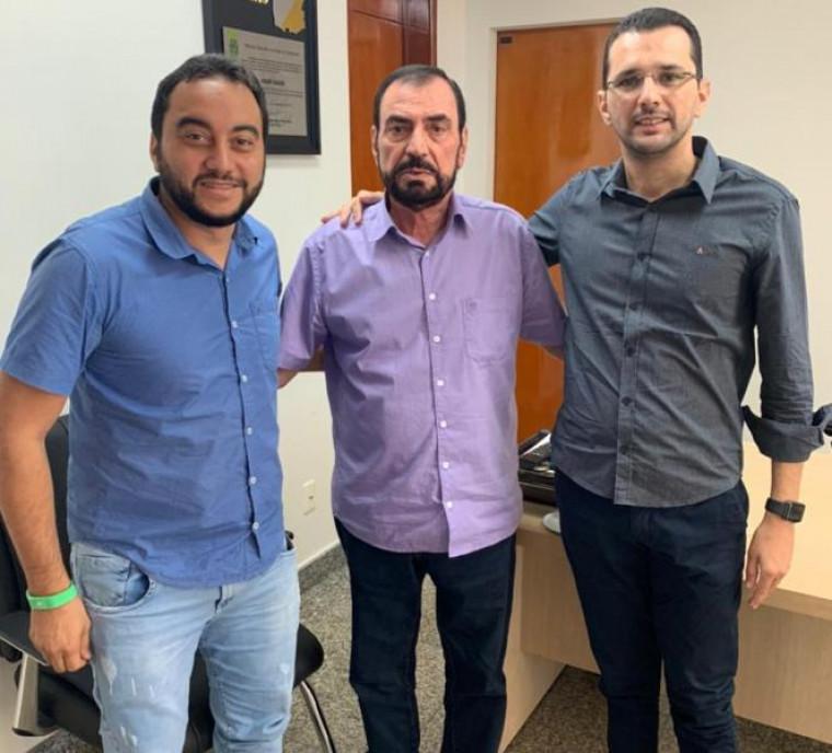 Vereadores Ygor Cortez e Marcus do Restaurante com o deputado Isaam Saad