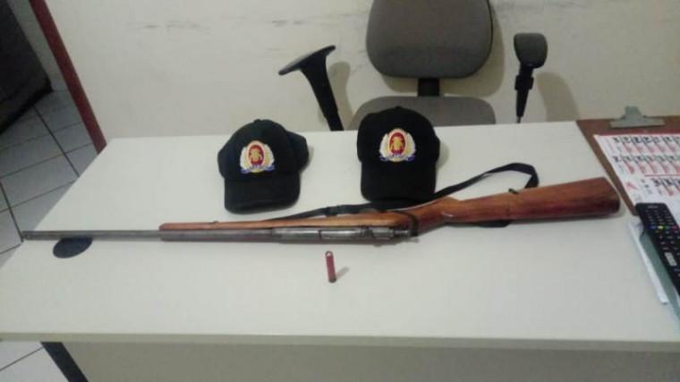 Arma encontrada com a mulher em Goiatins