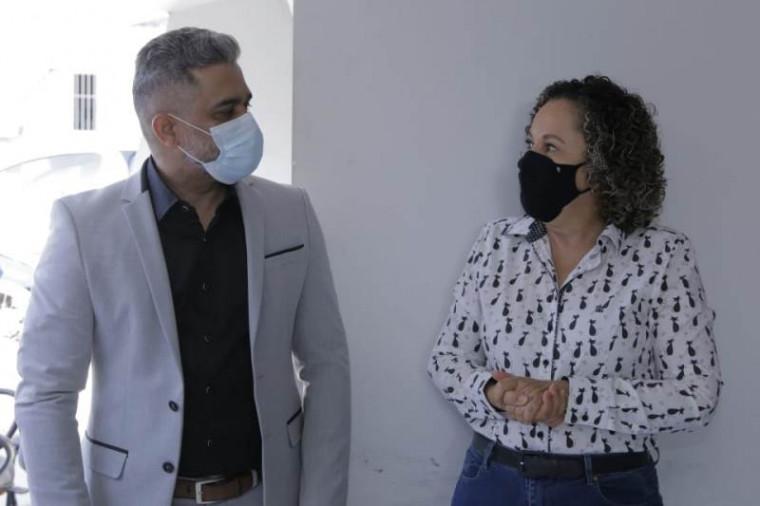 Secretário e a prefeita Josi Nunes