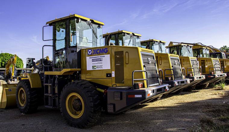 Máquinas compradas com recursos de emendas parlamentares