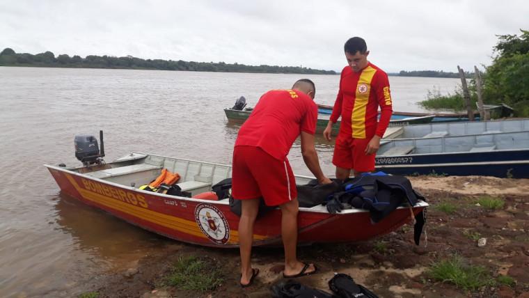 O corpo estava há 30 km de onde a embarcação virou