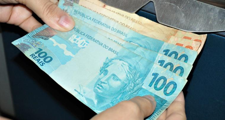 Salário será pago de forma escalonada para evitar aglomeração nos bancos