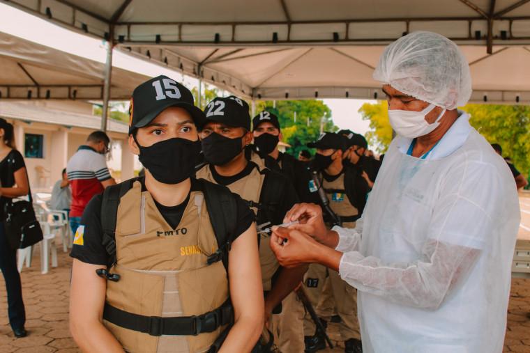 Policiais femininas que trabalham no serviço ostensivo e no enfrentamento da pandemia,