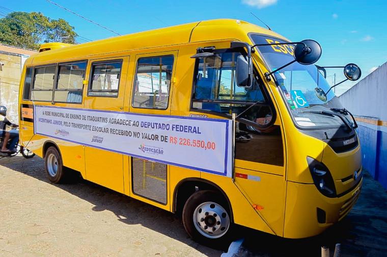 Ônibus entregue em Itaguatins