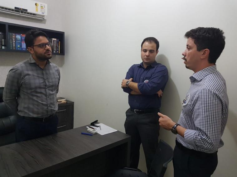 Candidato visita escritórios em Araguaína e apresenta propostas