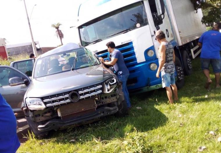 Os dois veículos seguiam no sentido ao Setor Barros