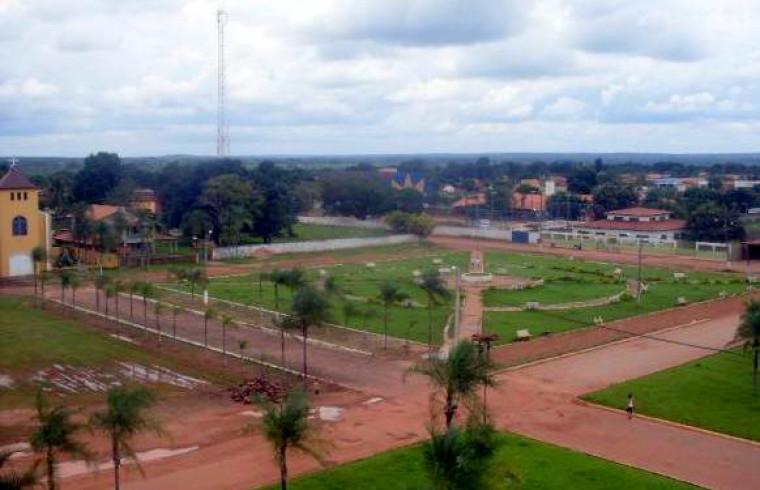 A cidade fica às margens da BR-153 na região norte do Tocantins