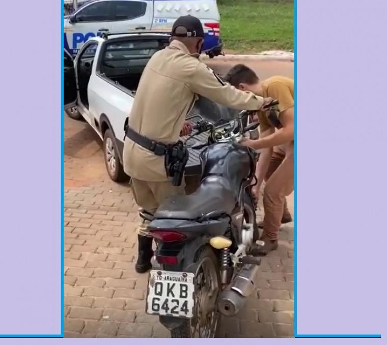 Moto foi furtada na segunda em frente a uma igreja.