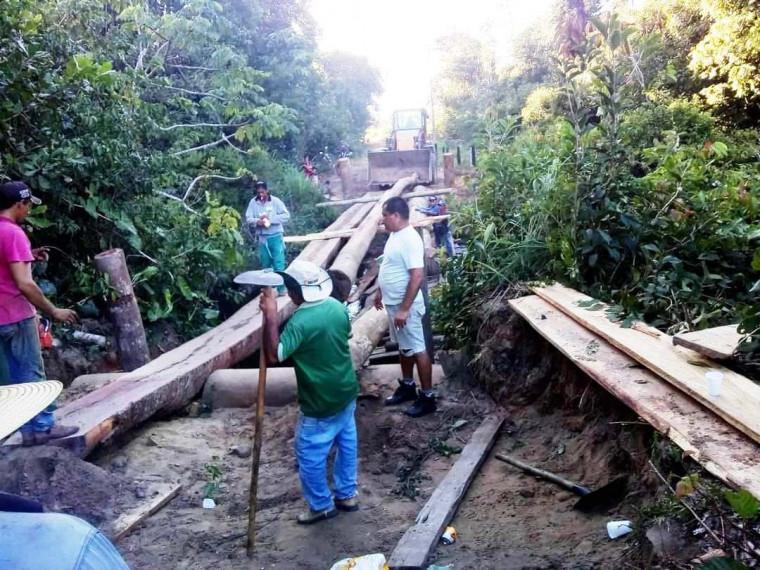 Produtores rurais decidem construir ponte por falta de apoio do poder público