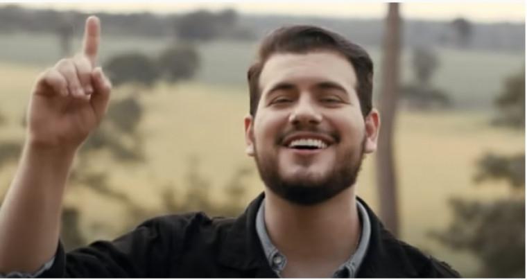 Zé Ottávio é natural de Araguaína e começou a cantar profissionalmente em 2018