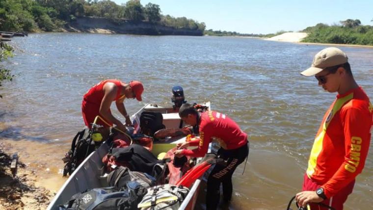 Bombeiros militares em ação de busca por vítimas de afogamento no Tocantins