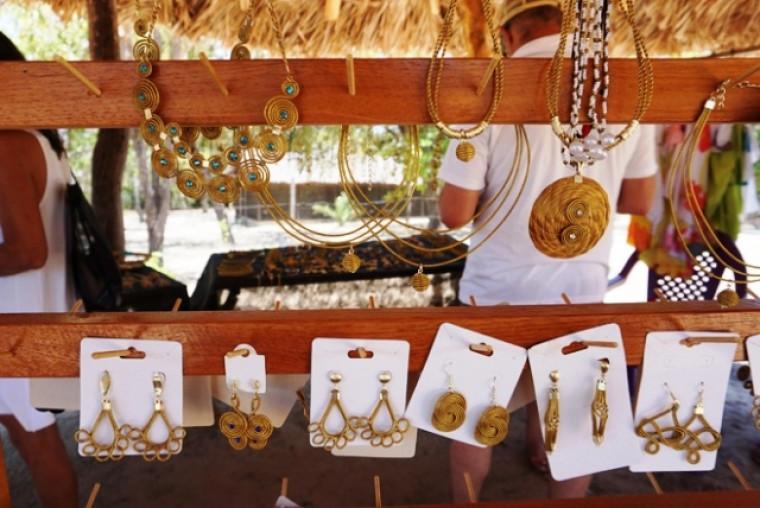 Bijuterias de capim dourado