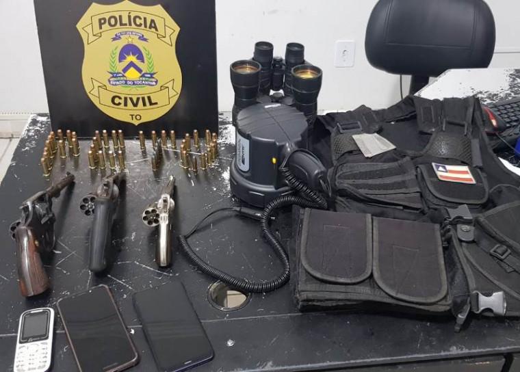 Armas e outros materiais apreendidos