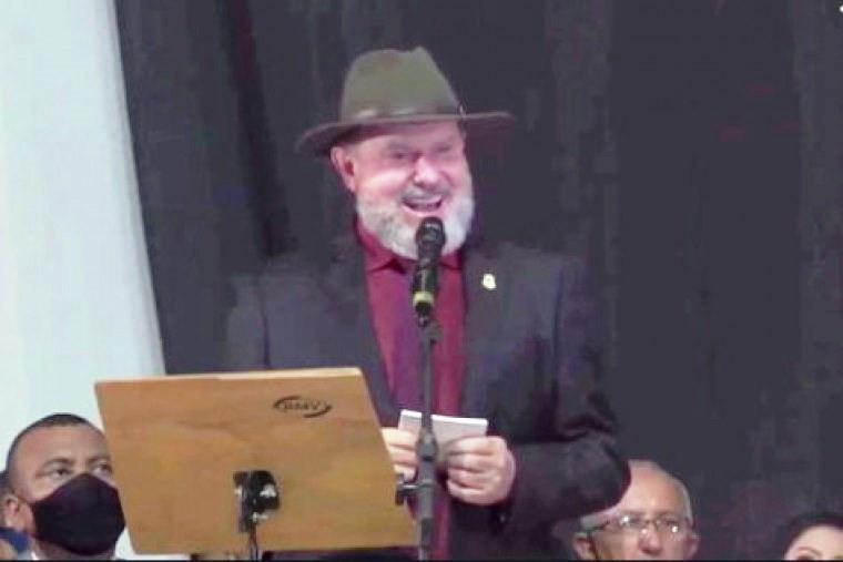Governador falou a expressão em tom de brincadeira ao rebater o ex-prefeito Laurez Moreira
