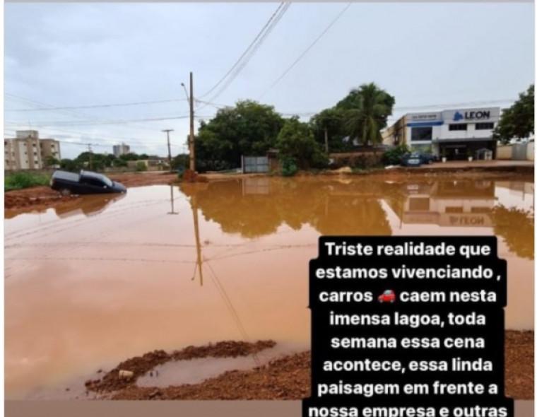 Lagoa enorme no meio de avenida em Palmas
