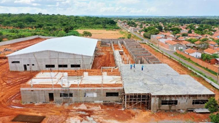 Escola em construção na na Vila Azul