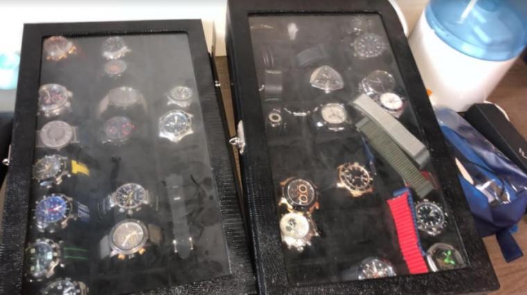 Relógios apreendidos com um dos investigados