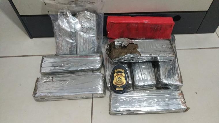 Após escavar no local indicado pela denúncia, foram encontrados 9 tabletes da droga num total de 7kg