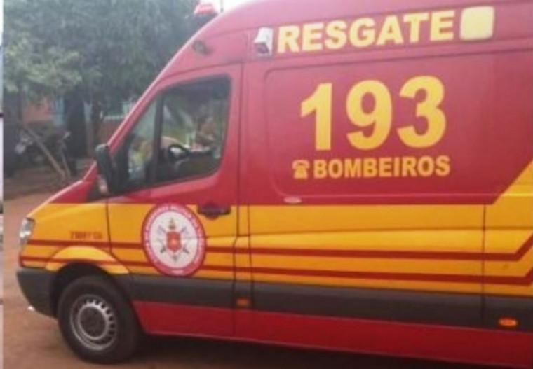 Bombeiros no local onde ocorreu o crime