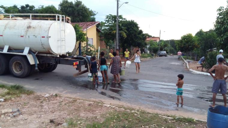 Cidade estava sendo abastecida por caminhão-pipa