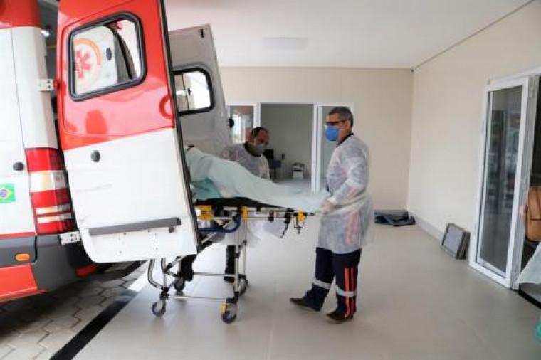 Paciente sendo transferido