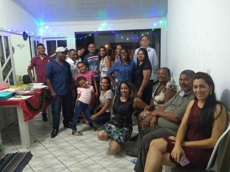Professora na ceia de natal com sua família