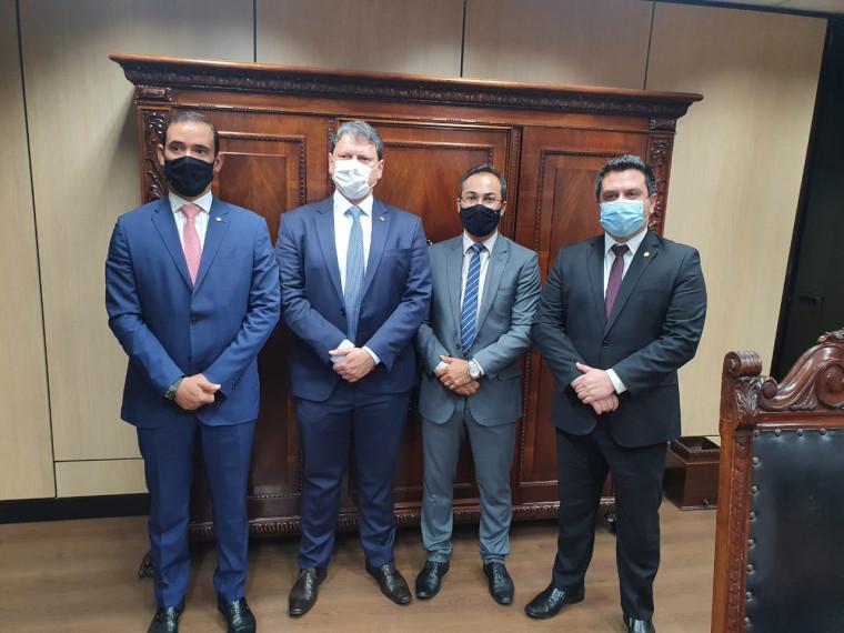 Vicentinho Jr, ministro Tarcísio de Freitas, prefeito Wagner e deputado Tiago Dimas