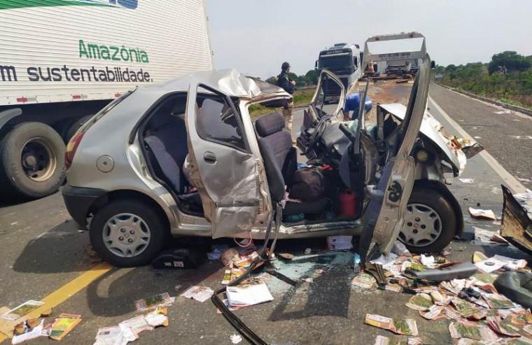Veículo Fiat Pálio ficou destruído