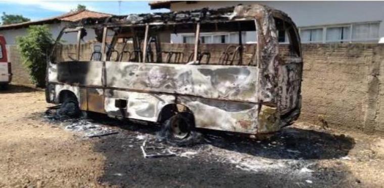 Ônibus queimado em Lajeado (TO)