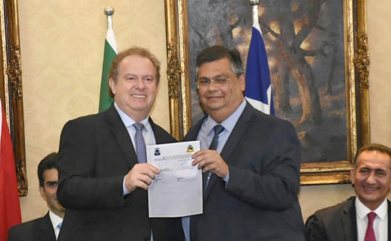 Encontro em 2019 entre Carlesse e Flávio Dino, quando assinaram protocolo de intenções da ponte