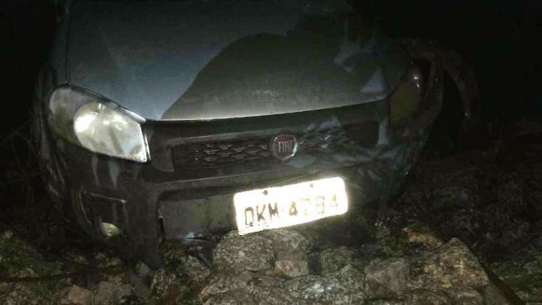 Veículo que caiu no rio