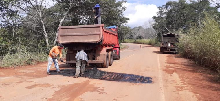 Os serviços de tapa-buracos na rodovia TO-226 de Goiatins a Campos Lindos