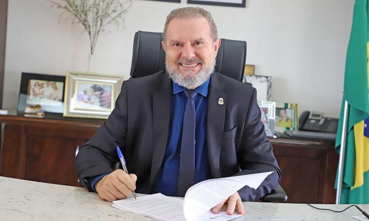 Ato de nomeação é assinado por Carlesse e pelo secretário da Casa Civil