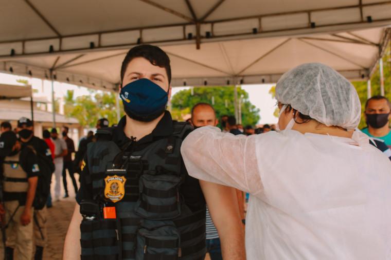 Agentes da Polícia Federal também foram imunizados contra o coronavírus