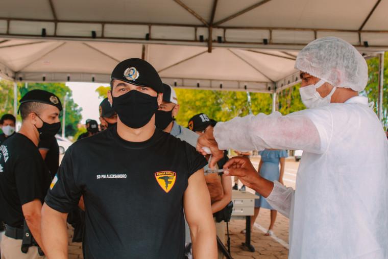 Policiais da Força Tática foram vacinados na primeira etapa da vacinação contra o coronavírus.