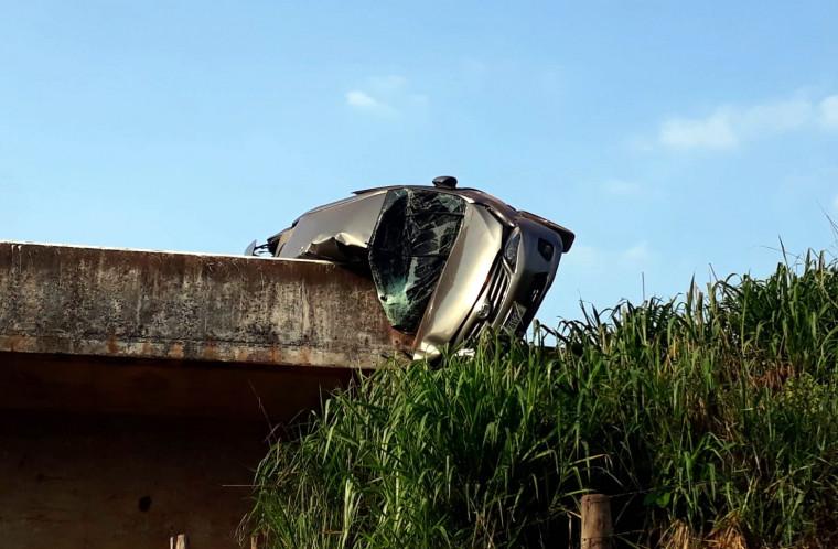 Apesar do susto, o motorista teve apenas ferimentos leves e foi encaminhado para o hospital